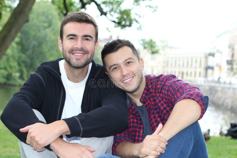couple park smiling στοκ φωτογραφία με δικαίωμα ελεύθερης χρήσης