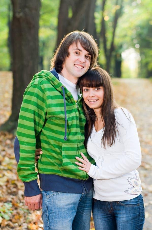couple park young στοκ φωτογραφία με δικαίωμα ελεύθερης χρήσης