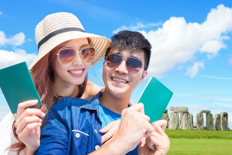 Couple travel to stonehenge stock photos