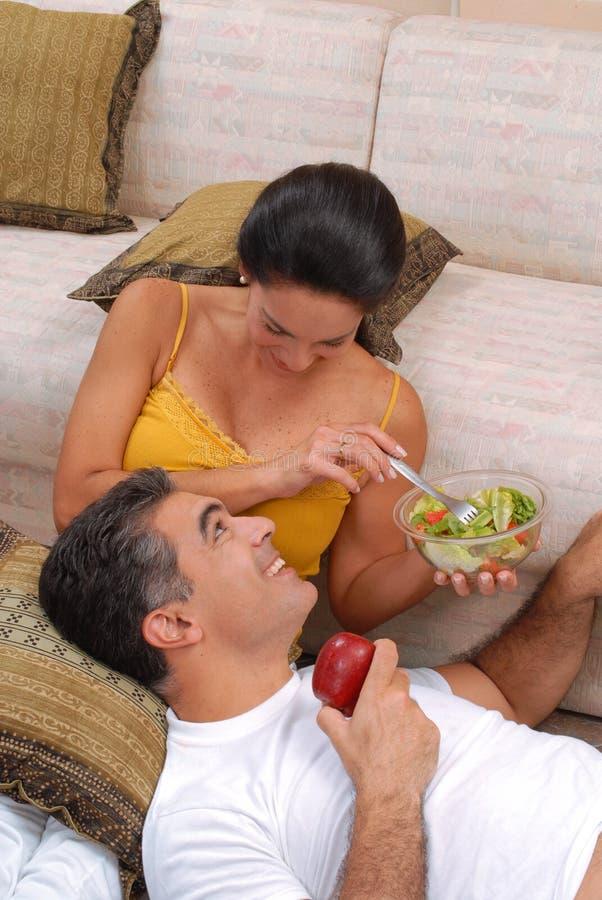 Couples à la maison. photos libres de droits