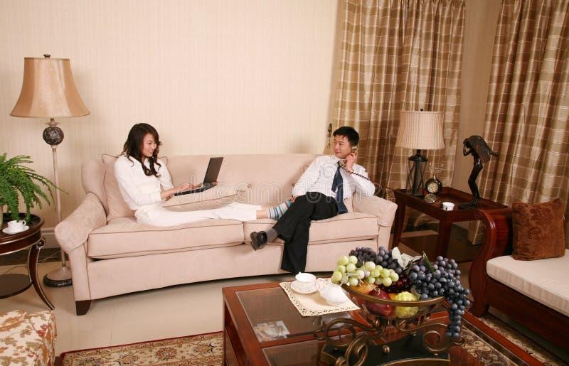 Couples à la maison images libres de droits