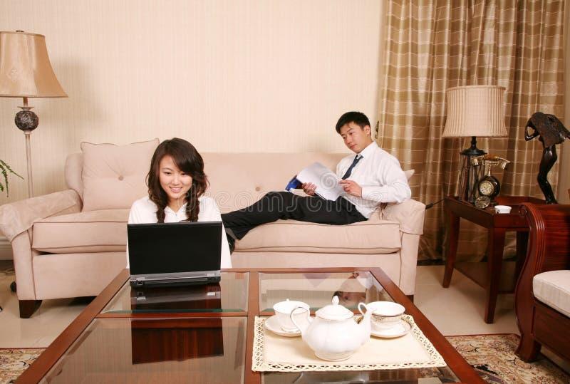 Couples à la maison image libre de droits