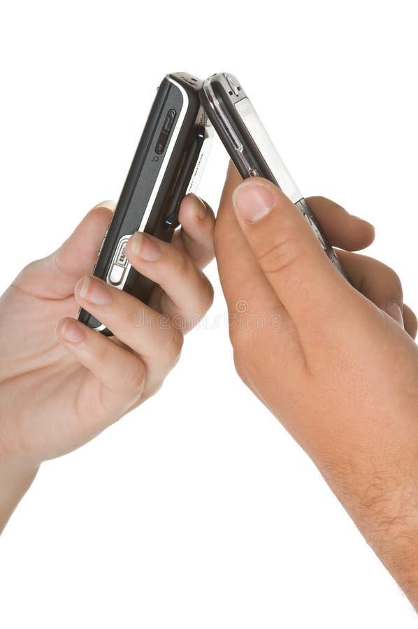 Couples à leur téléphone photo stock