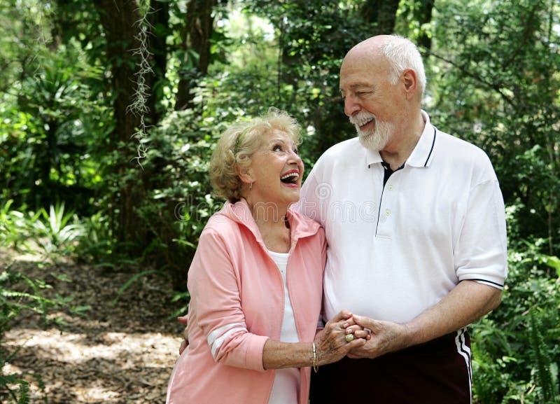Couples aînés actifs Copyspace photos libres de droits