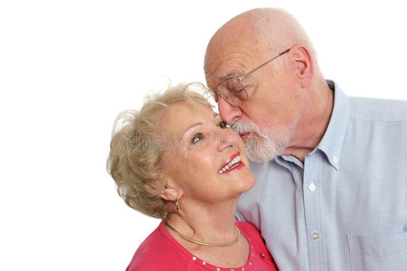 Couples aînés - affectueux photographie stock