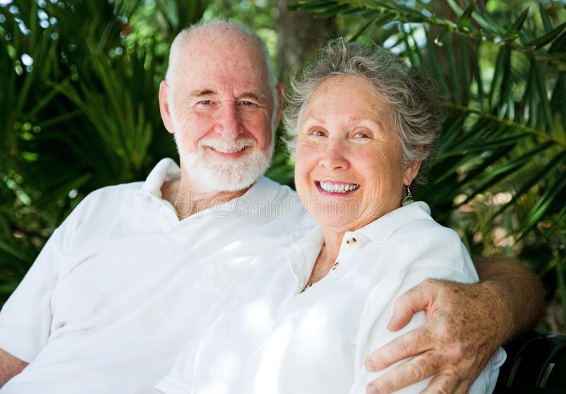 Couples aînés dans les tropiques images libres de droits