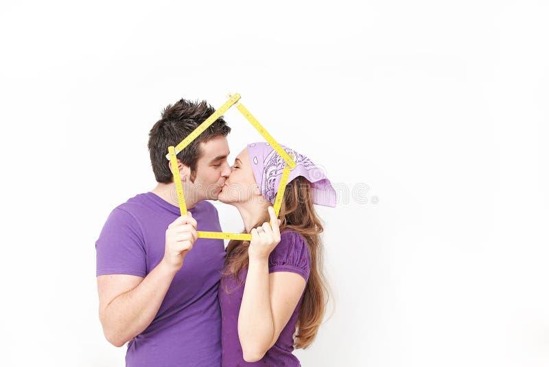 Couples achetant premier à la maison photos libres de droits