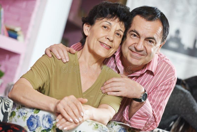 Couples adultes heureux photo libre de droits