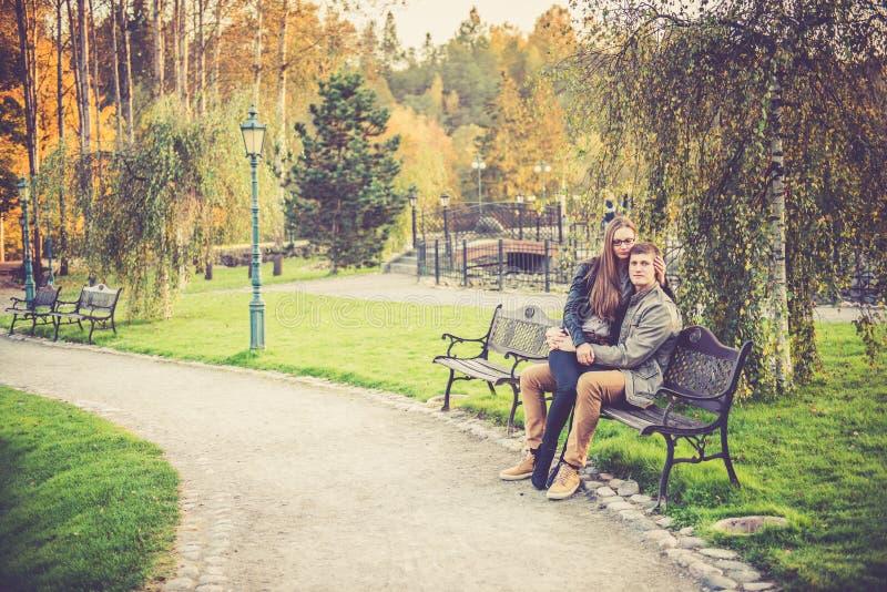 Download Couples affectueux photo stock. Image du extérieur, loisirs - 45354076