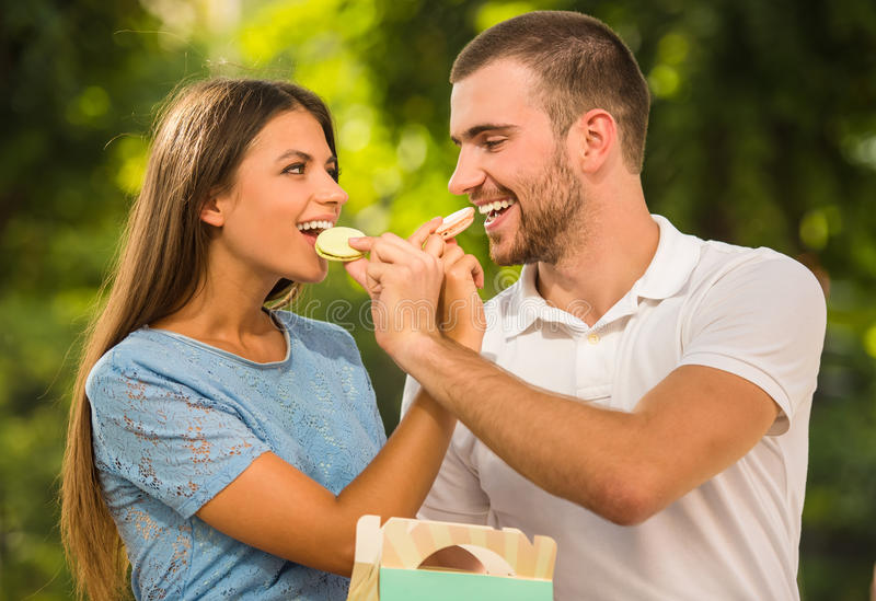 Couples affectueux une date photo stock