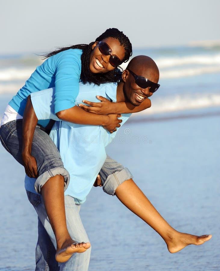 Couples africains joyeux photo libre de droits
