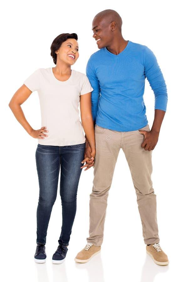 Couples africains tenant des mains photographie stock libre de droits