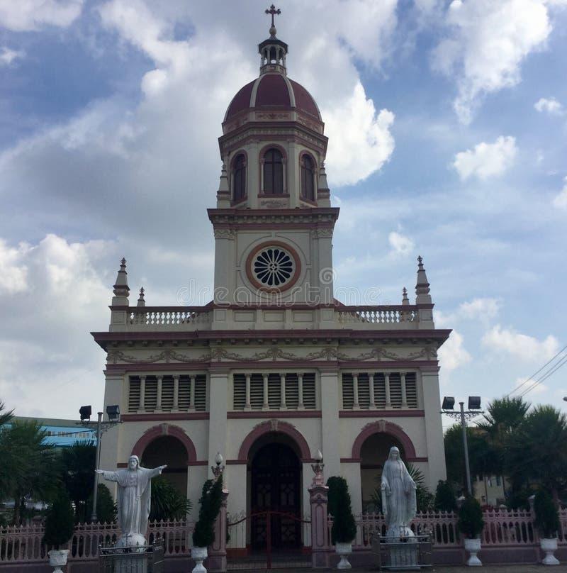 Couples allant à l'église Bangkok Thaïlande de Santa Cruz image libre de droits