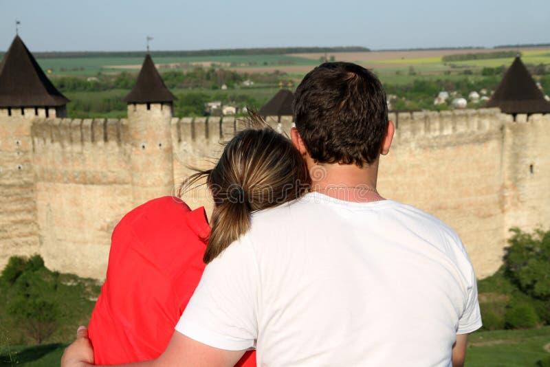 Couples appréciant une vue images stock