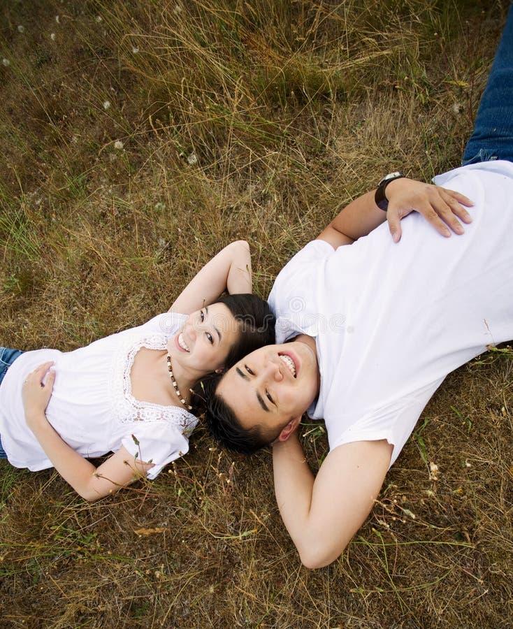 Couples asiatiques heureux photographie stock