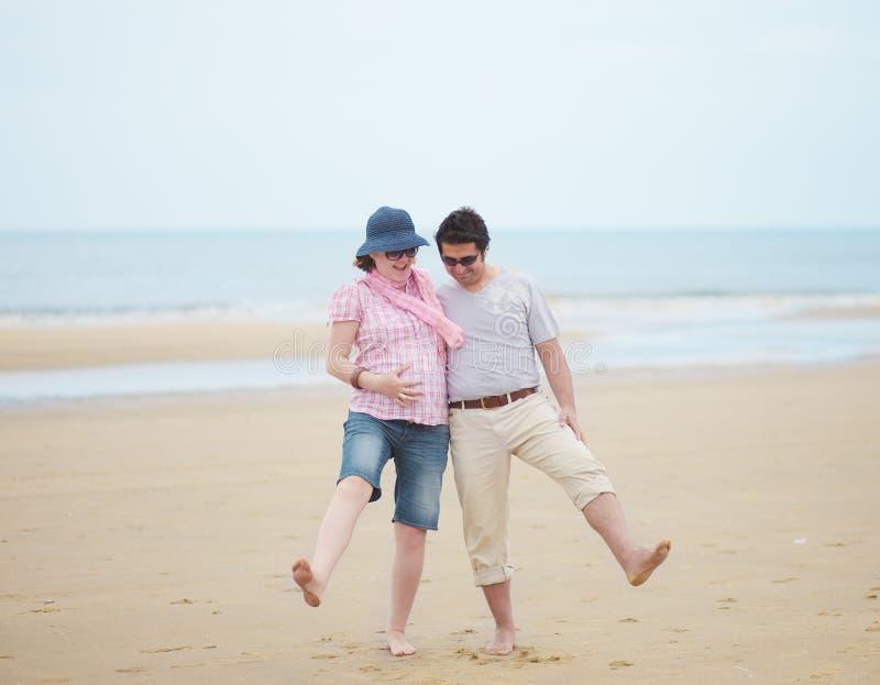 Couples attendant l'enfant photos libres de droits