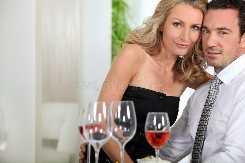 Couples au dîner photographie stock