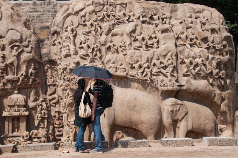 Couples au monument antique photos libres de droits
