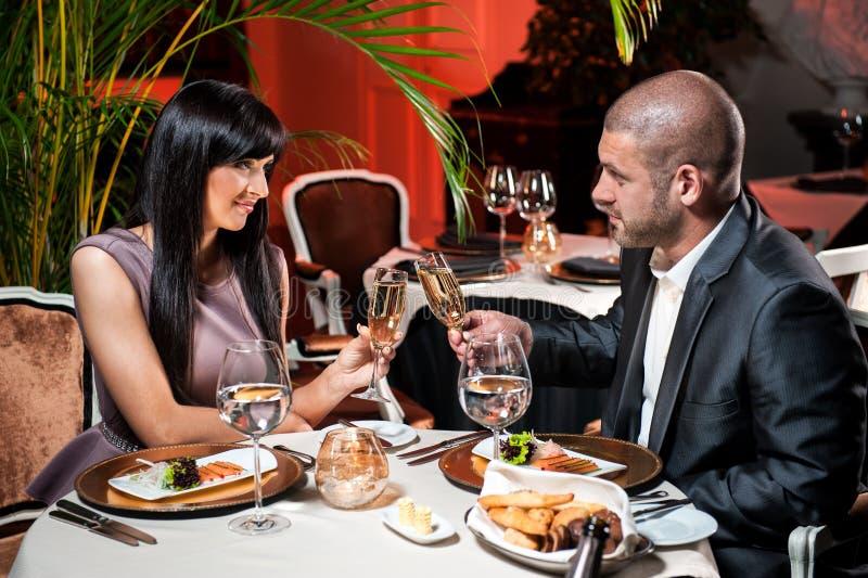 Couples au restaurant image libre de droits