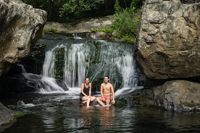 Couples aux automnes de panthère, le comté d'Amherst, la Virginie, Etats-Unis - 3 photo stock