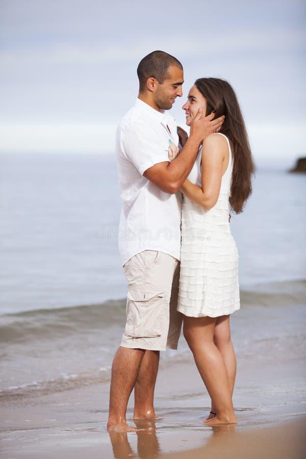 Couples ayant l'amusement photo libre de droits
