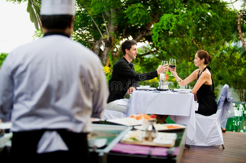 Couples ayant le repas images stock