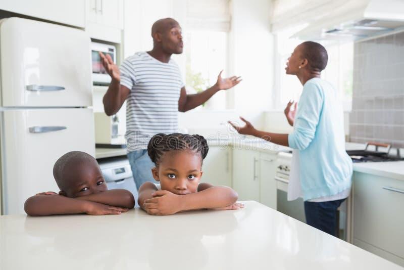 Download Couples ayant un argument image stock. Image du home - 56483469