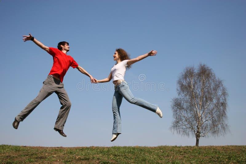 Couples branchants. source. images libres de droits