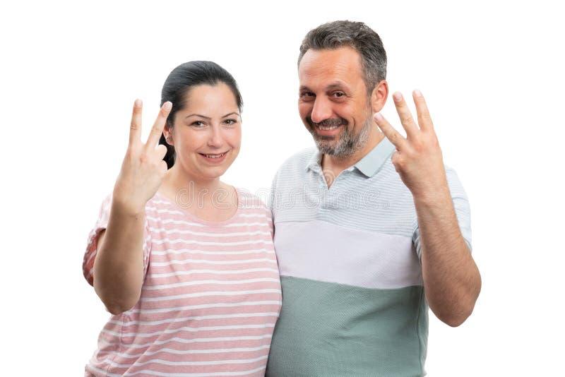 Couples comptant avec le concept de doigts images stock