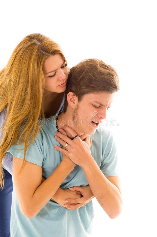 Couples démontrant la procédure de premiers secours pour image libre de droits