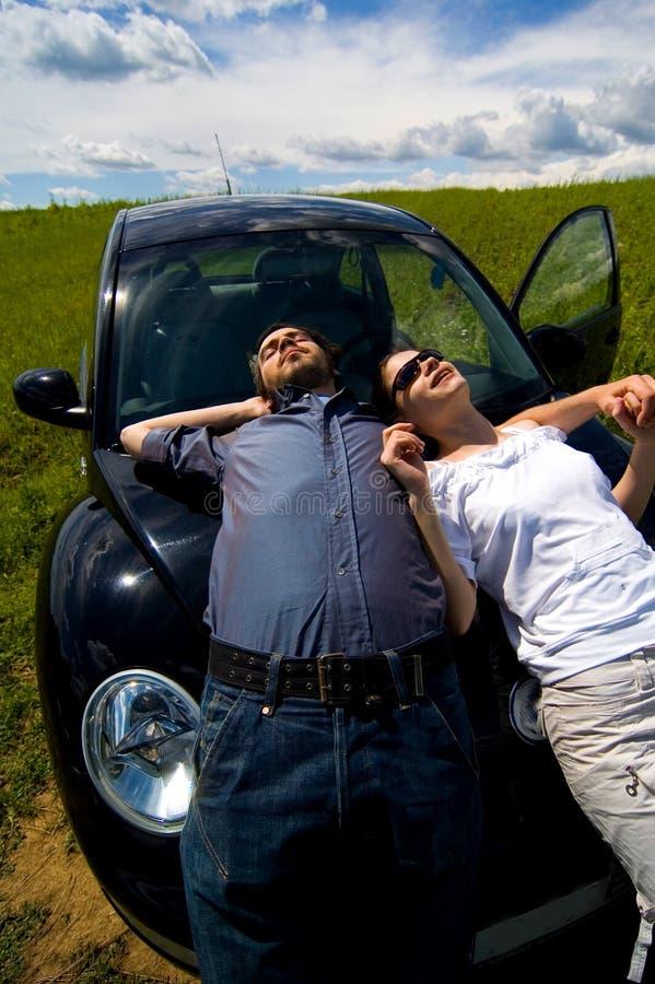 Couples détendant au soleil 3 images stock