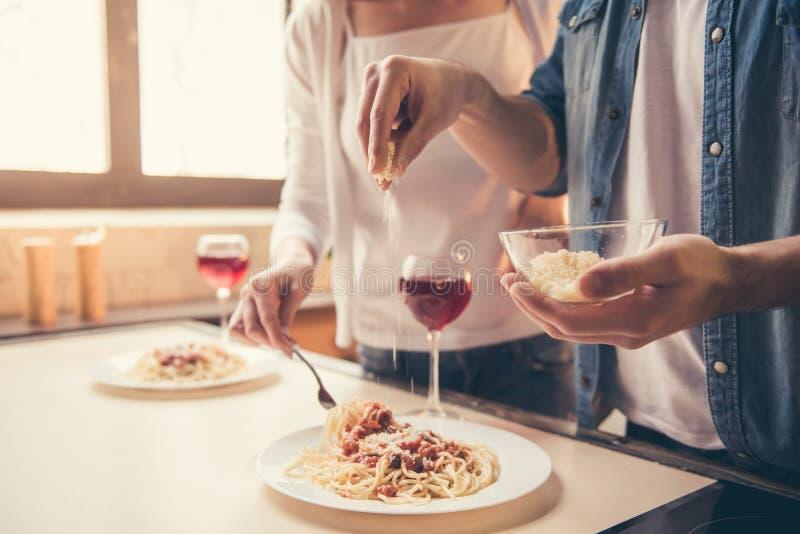 Couples dînant romantique photographie stock libre de droits