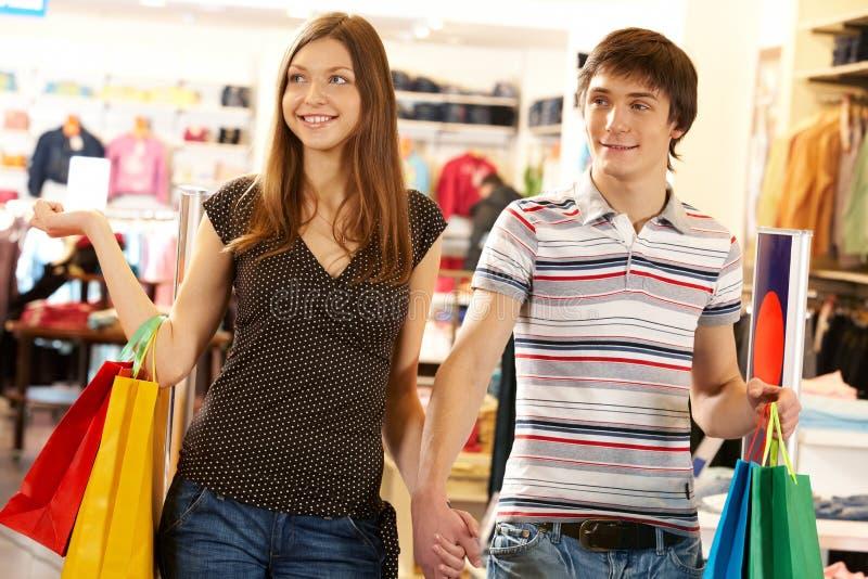 Couples d'achats images libres de droits