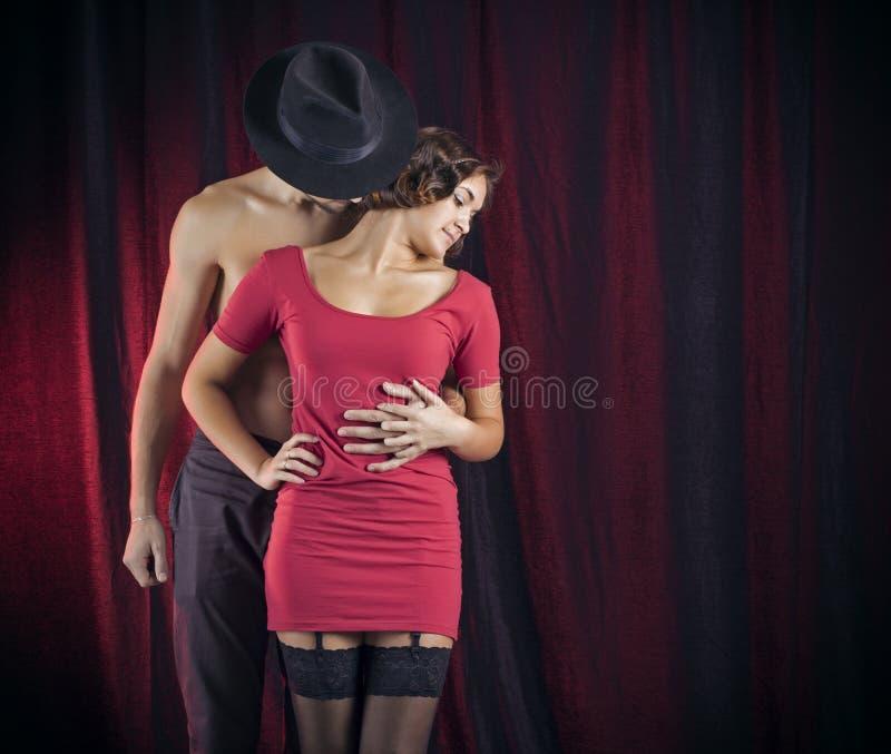 Couples d'amour dans le rétro style. photographie stock