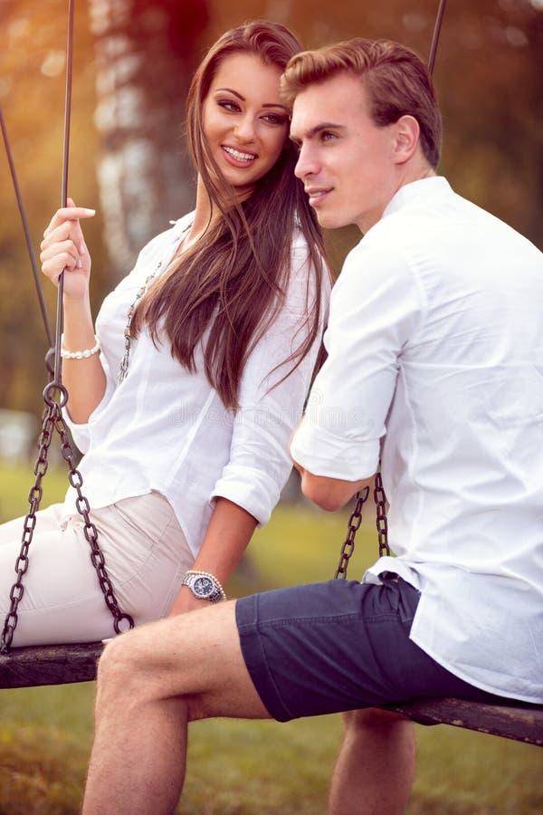 Couples d'Autumn Dating photos libres de droits