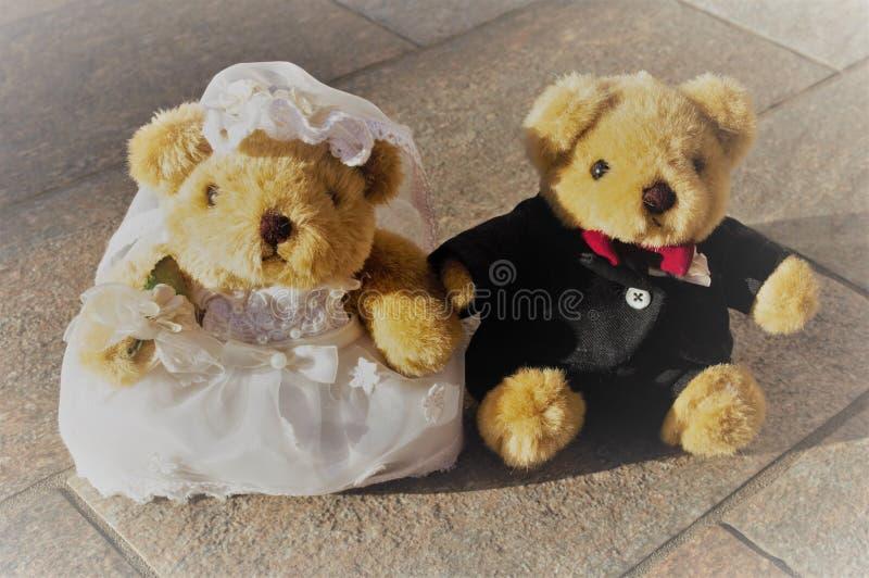 Couples d'ours de nounours de nouveaux mariés photo libre de droits