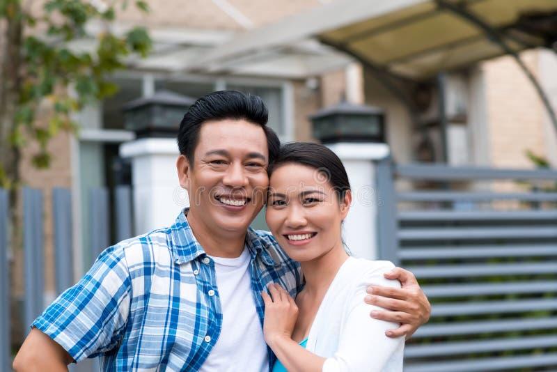 Couples d'une cinquantaine d'années heureux photo stock