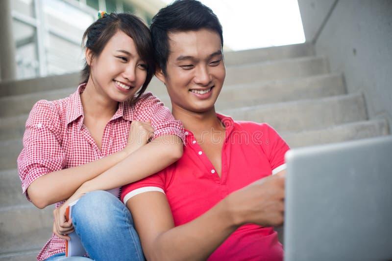 Couples d'université image stock