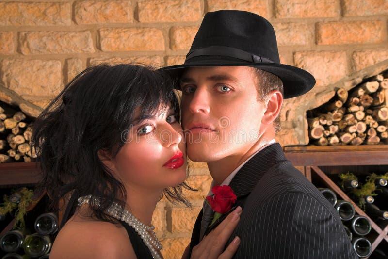 Couples dans des costumes de bandit photo libre de droits