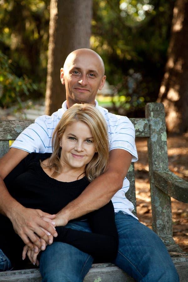 Couples dans l'amour image libre de droits