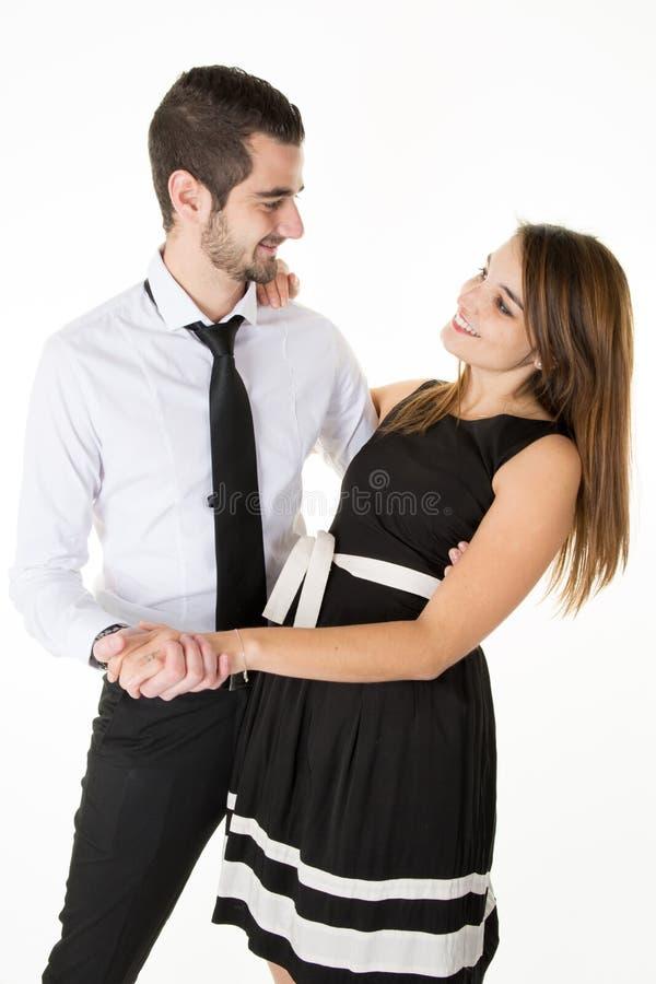 Couples dans l'amour souriant et regardant l'un l'autre photo stock
