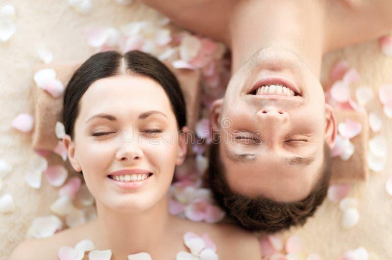Couples dans la station thermale photo libre de droits