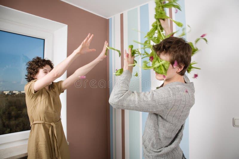 Couples dans le combat image stock