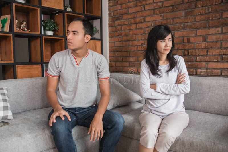 Couples dans un combat photos stock