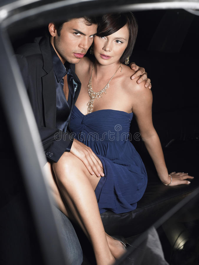 Couples de célébrité dans la limousine photos libres de droits