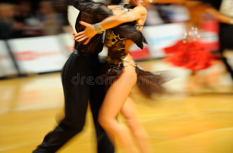 Couples de danse photographie stock libre de droits