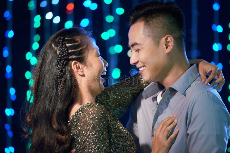 Couples de danse? d'isolement sur le blanc photo stock