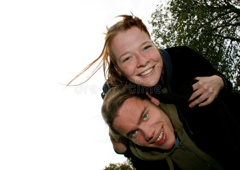 Couples De Jeunes D Amusement Photos stock