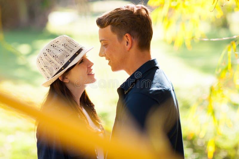 Couples de l'adolescence mignons photo stock
