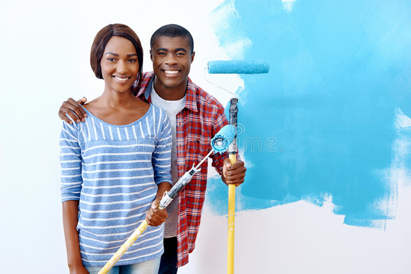 Download Couples De Maison De Peinture Photo stock - Image du lifestyle, mari: 45369272